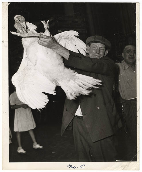 Weegee. [Man holding a turkey] ca. 1940