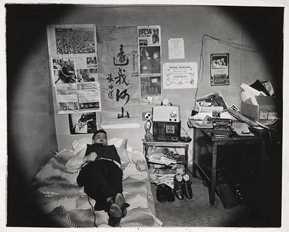 02_weegee at home2-small